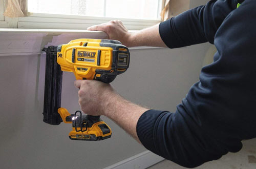 DEWALT DCN680D1 Cordless Finish Nailer Kit